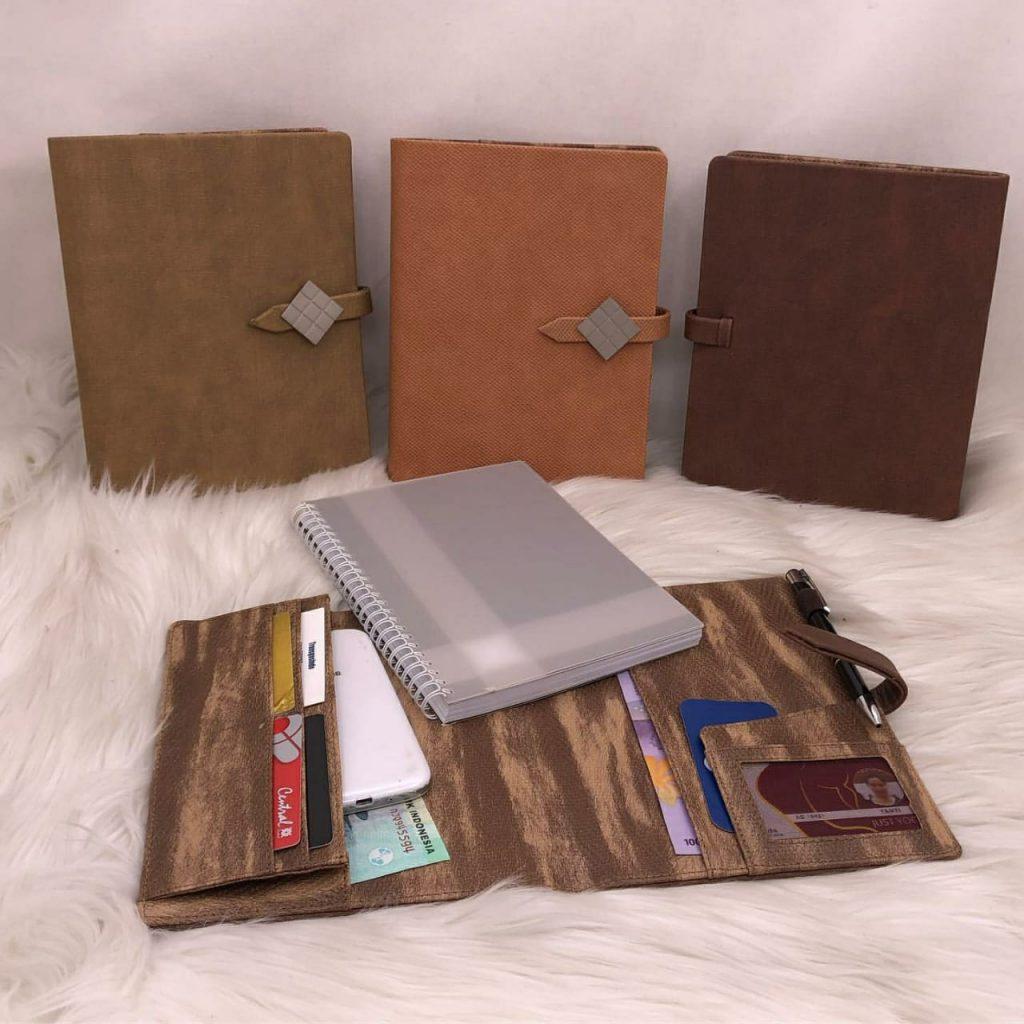 Agenda A5 Leather M-27